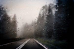deszcz-w-cisnej-okonasznurku-travel